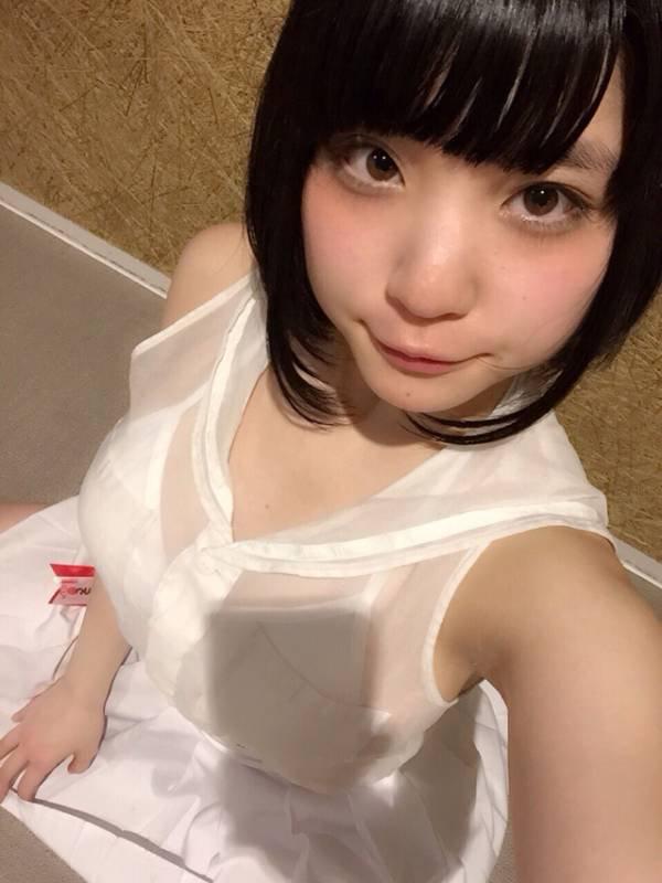 根本凪の着衣巨乳自撮り画像