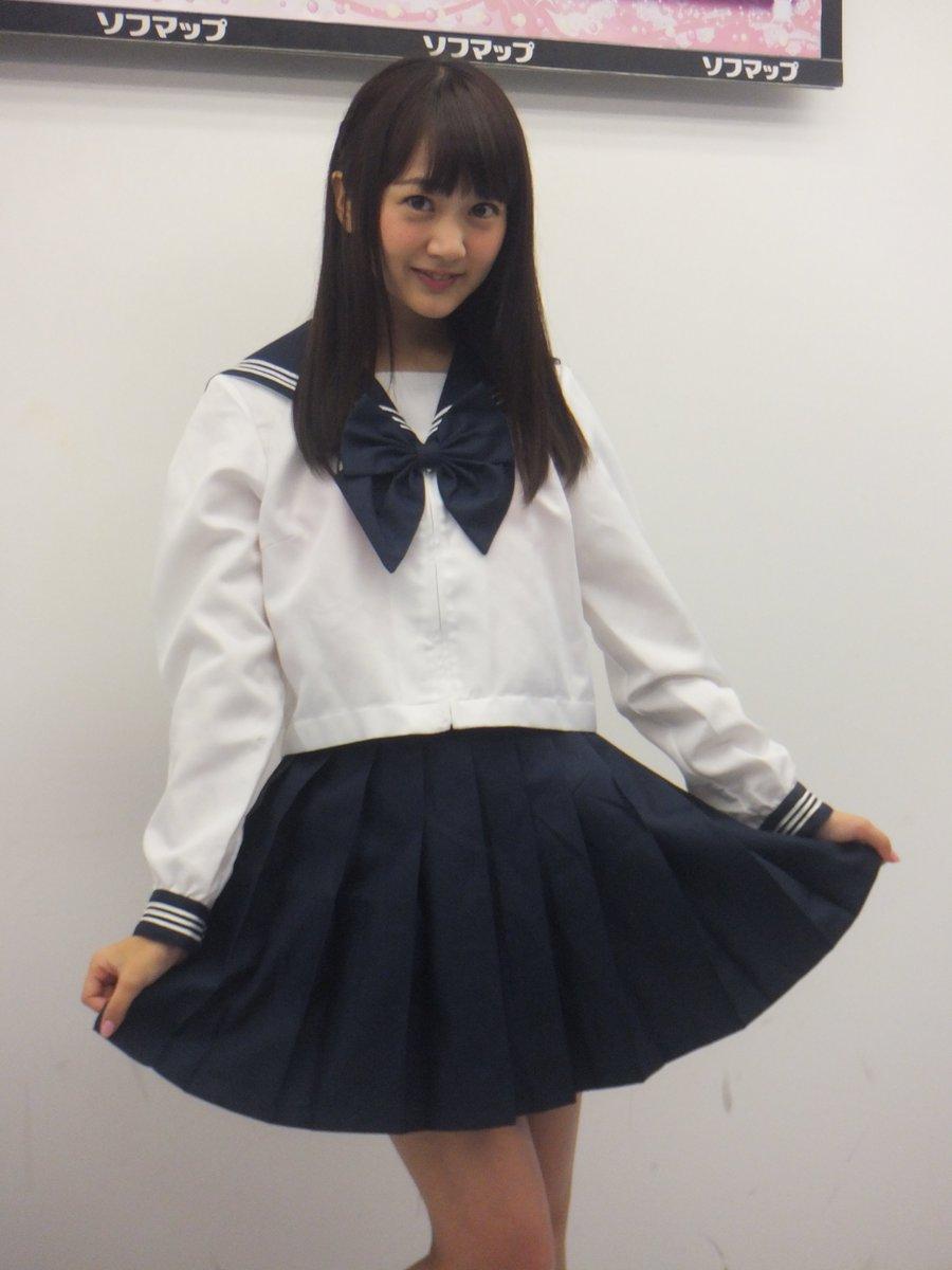 DVD「こいごころ」の発売記念イベントでソフマップに登場した浜田翔子
