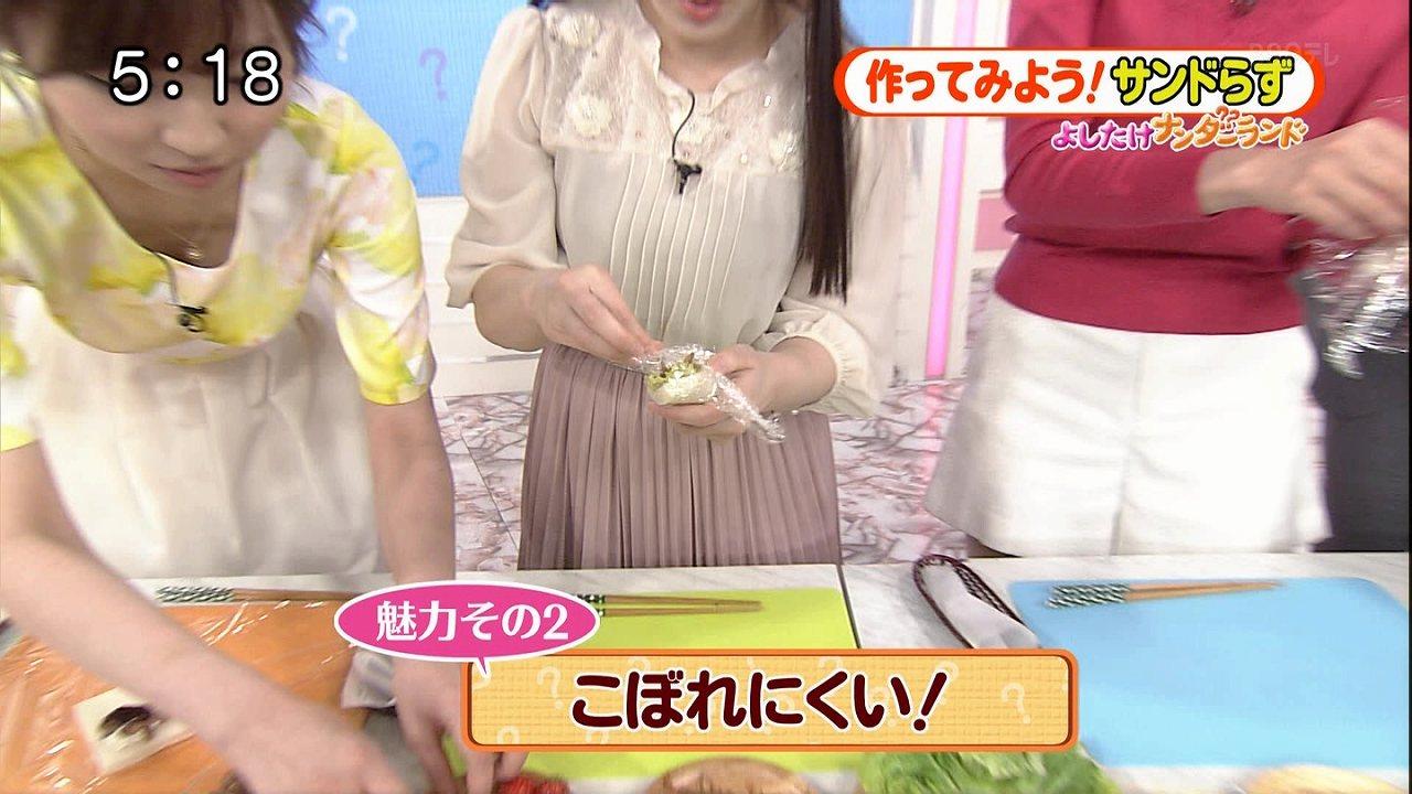 日テレ「Oha!4」で屈んで胸チラしている畑下由佳アナ