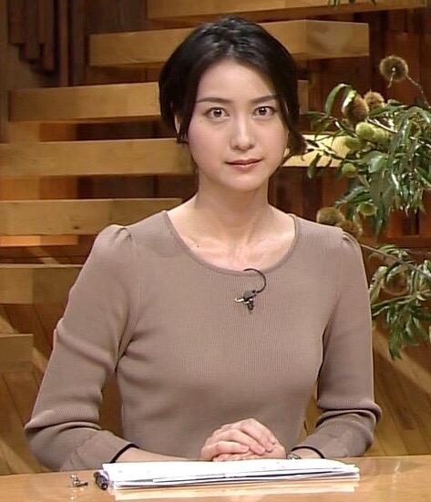 「報道ステーション」で胸が目立つ衣装を着た小川彩佳アナ