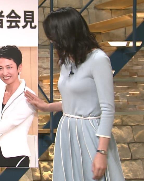 「報道ステーション」でニットを着た小川彩佳の着衣横乳