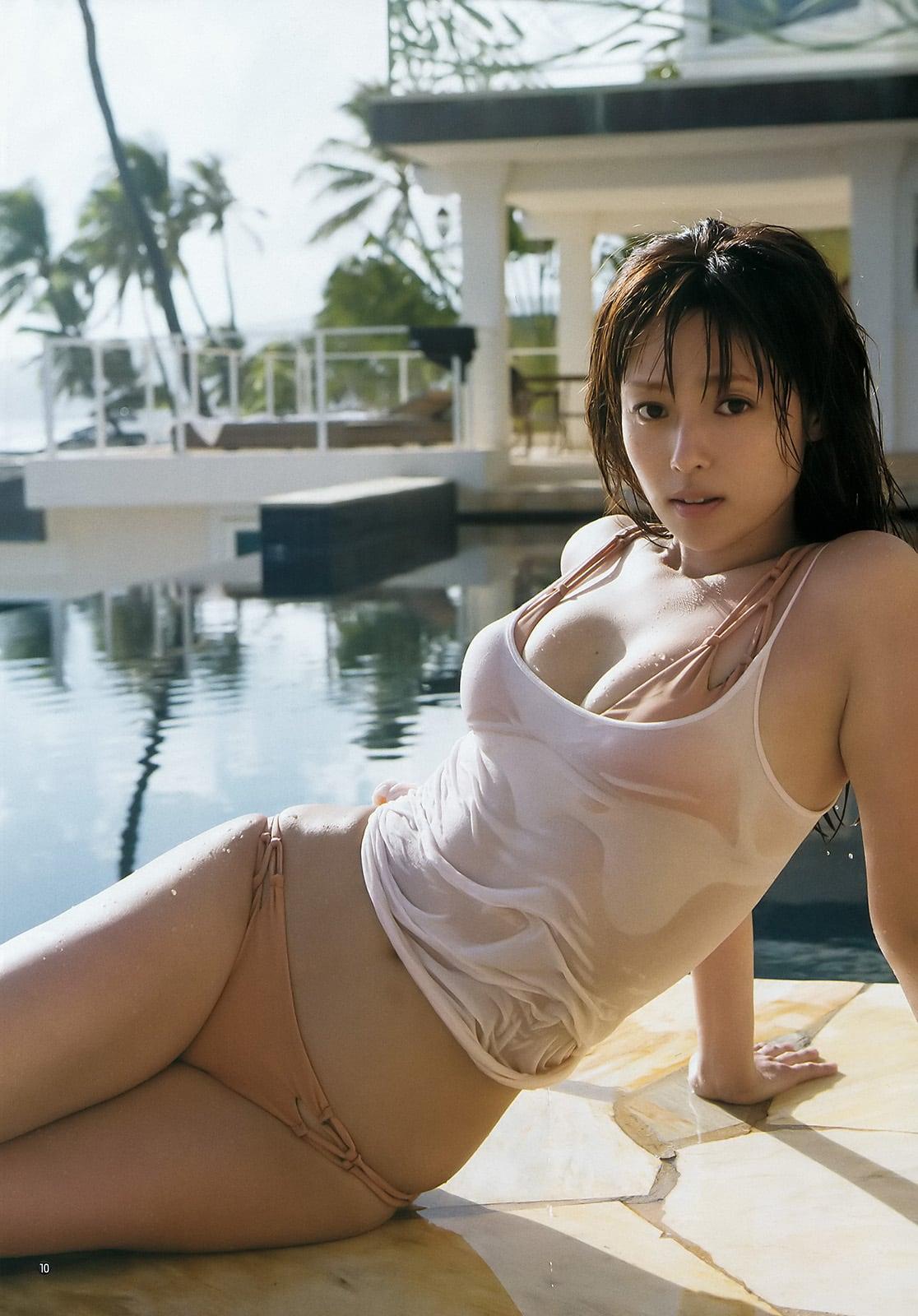 「ヤングジャンプ 2016年 8/4 号」深田恭子の水着グラビア