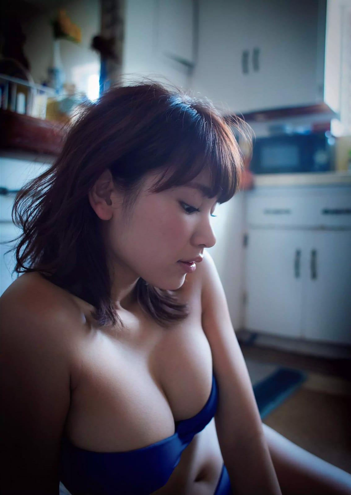 「週刊プレイボーイ 2016 No.29」久松郁実の水着グラビア