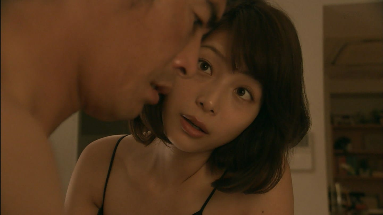 ドラマ「僕のヤバイ妻」第1話、相武紗季と伊藤英明のベッドシーン