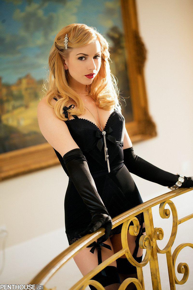 アメリカのAV女優、レクシー・ベルの下着グラビア