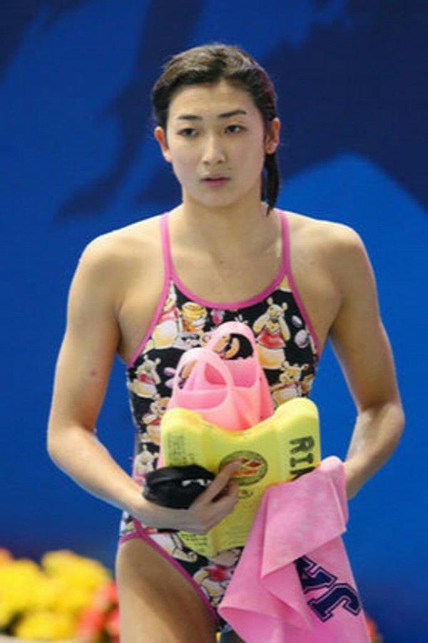 競泳水着を着た池江璃花子