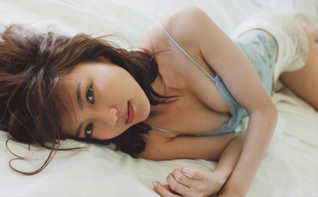 「UTB+ (アップ トゥ ボーイ プラス) vol.27」真野恵里菜の下着グラビア