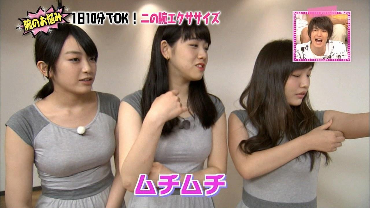 NHK・Eテレ「Rの法則」でピチピチのTシャツを着たほのかりんの着衣巨乳
