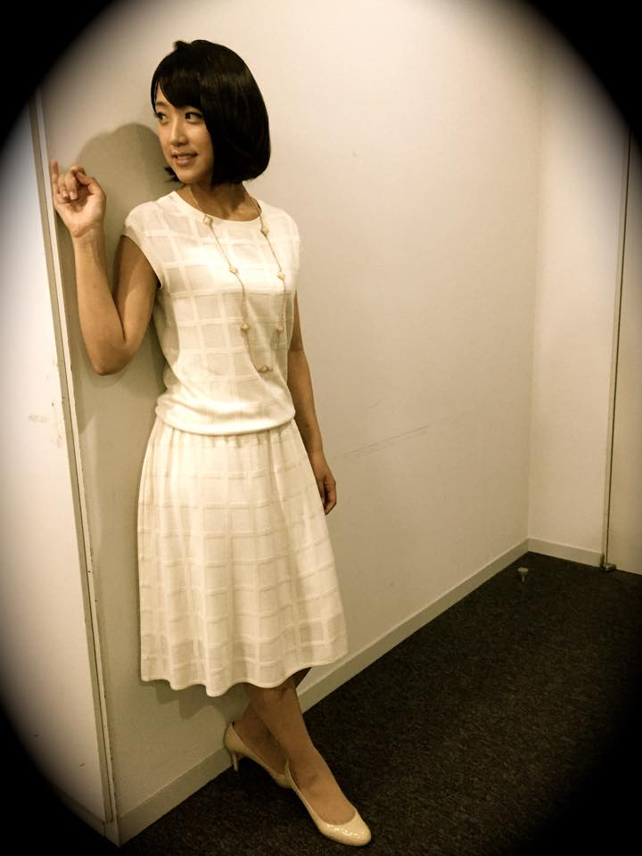 ワンピースを着た竹内由恵アナの着衣巨乳