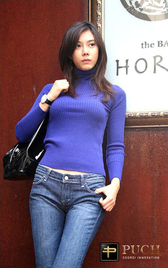 ニットを着た韓国モデル、キム・インソの着衣巨乳