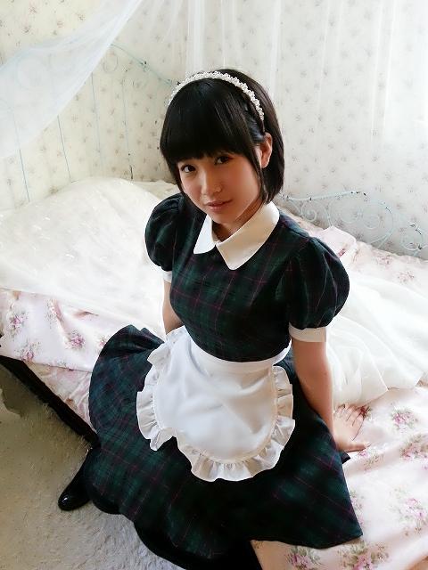 メイドコスプレをした朝長美桜