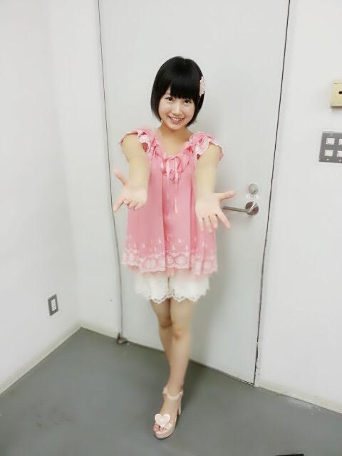 私服を着た朝長美桜