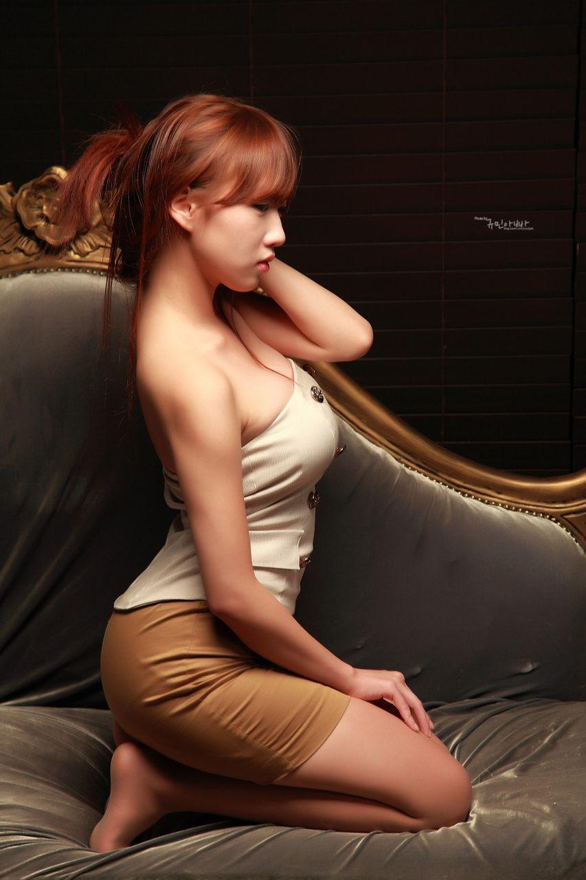 韓国人モデルの着衣巨乳