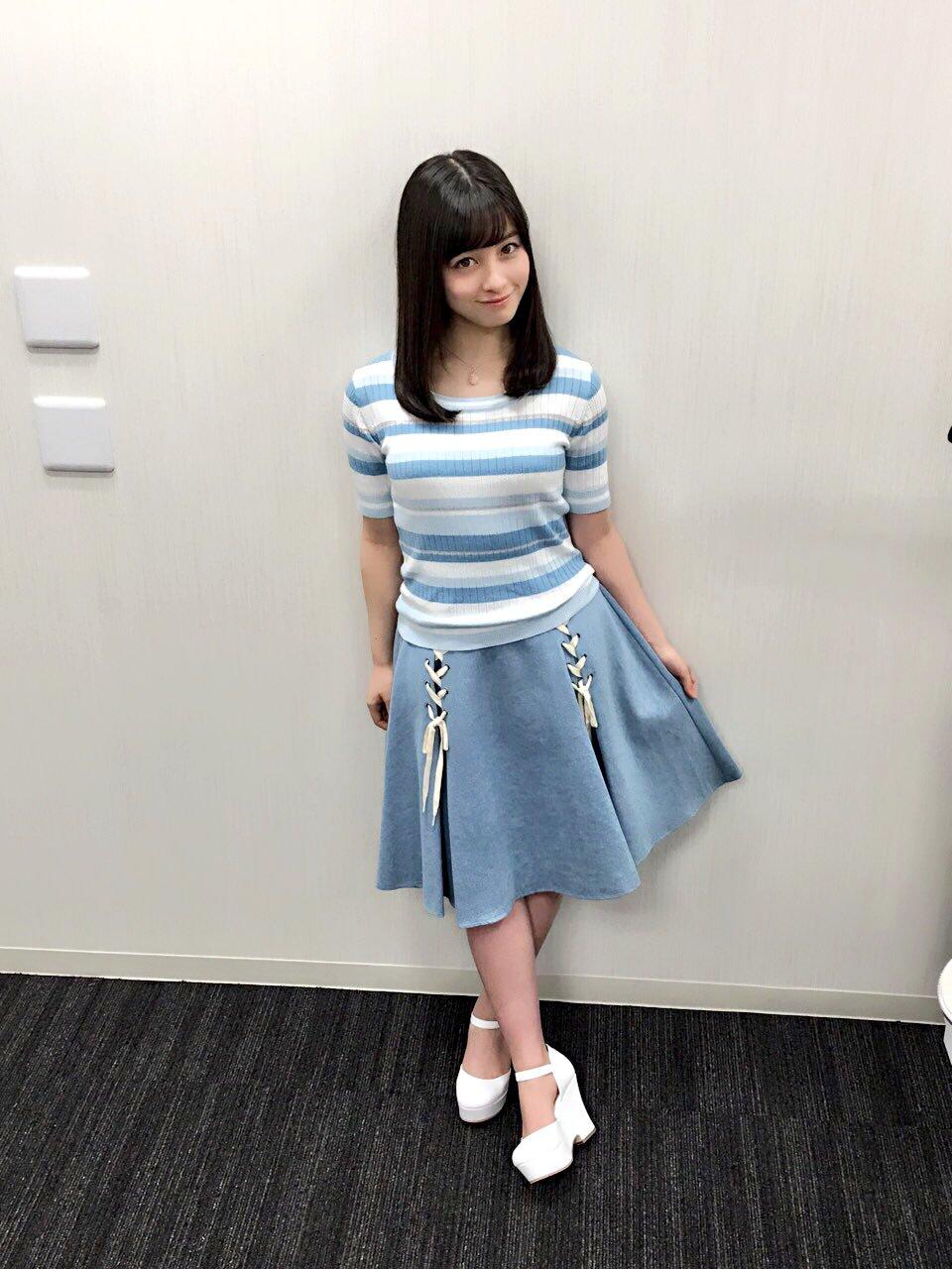 ニットを着た橋本環奈の着衣巨乳