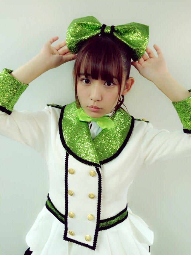 SUPER☆GiRLSのステージ衣装を着た浅川梨奈