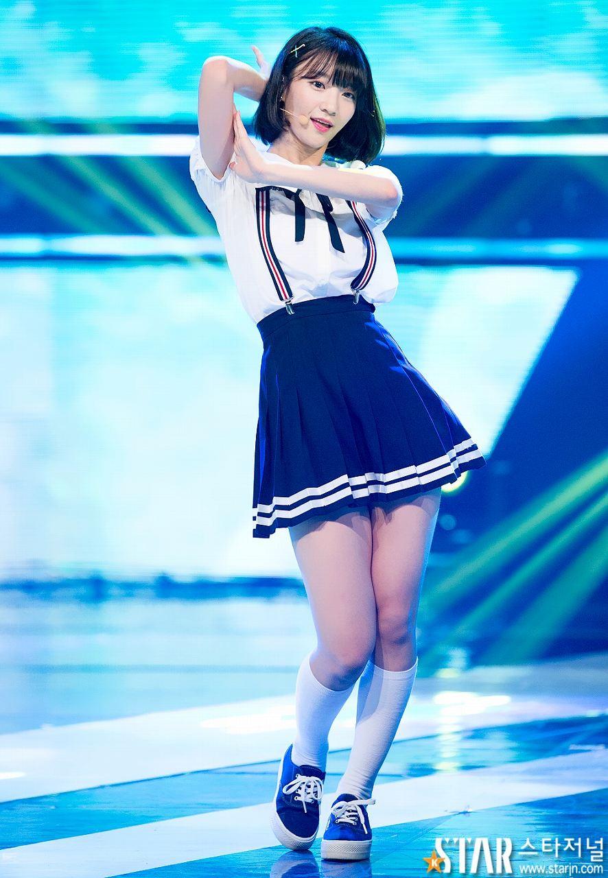 韓国のアイドル、OH MY GIRLのビニ