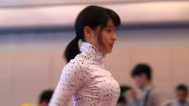 薄い服を着た土屋太鳳の着衣横乳