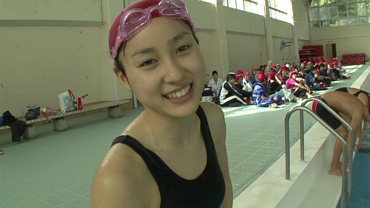 映画「鈴木先生」でスクール水着を着た土屋太鳳