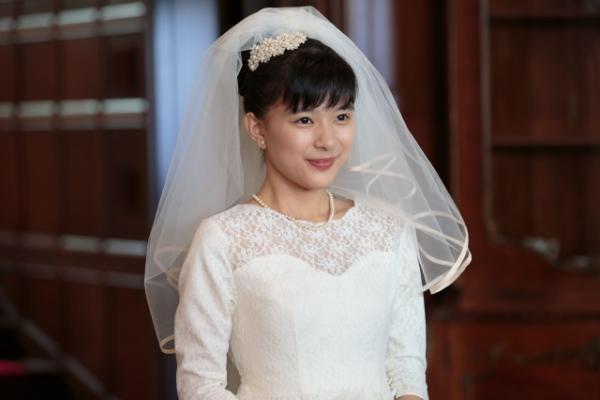朝ドラ「べっぴんさん」でウェディングドレスを着た芳根京子