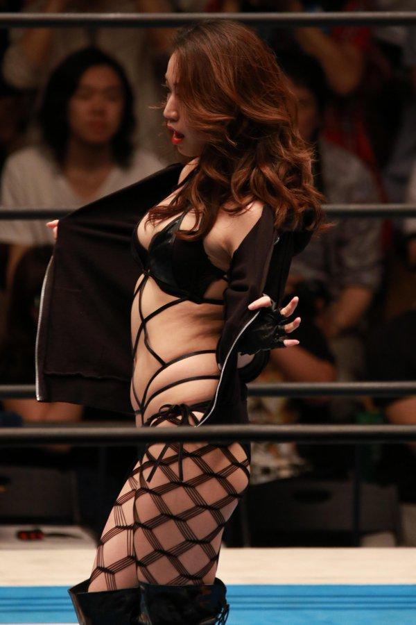 プロレスリング・タイチのディーヴァとして網タイツ変態下着でリングに上がったあべみほ