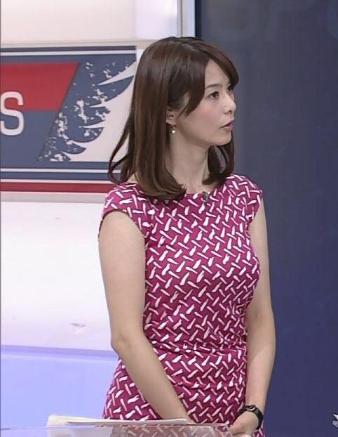 パツパツのワンピースを着た杉浦友紀アナ