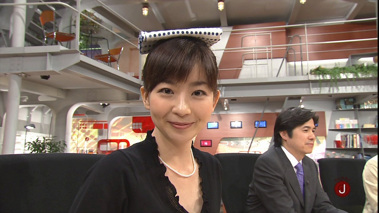 頭に手拭を乗せた松尾由美子アナ