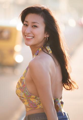 「週刊プレイボーイ 2016年 11/14 号」浅田舞の水着グラビア