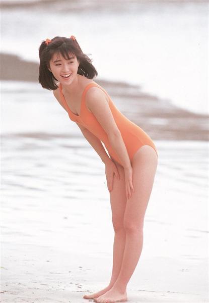 デビュー当時(1986年)の酒井法子の水着グラビア