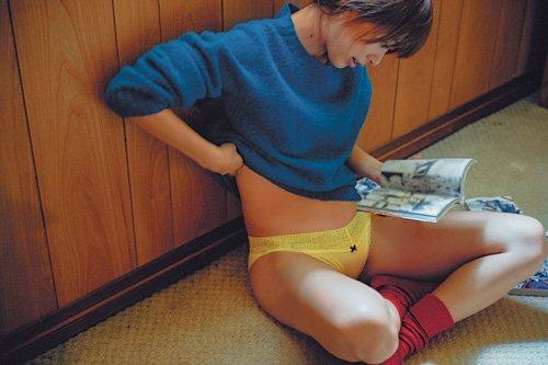 MOREの内田理央写真集「だーりおのいっしゅうかん。」画像
