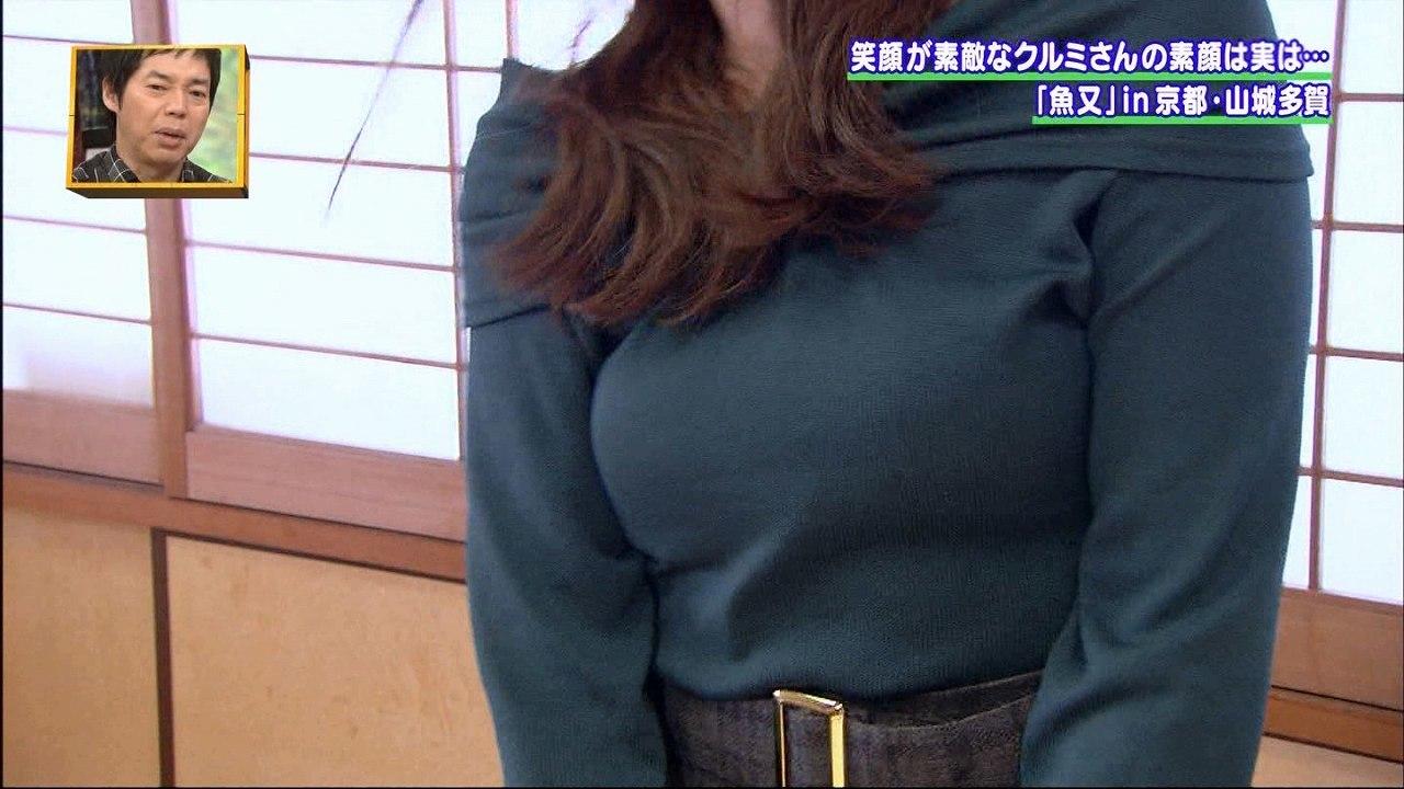 おっぱいが強調されるニットを着た19歳女子大生の着衣巨乳