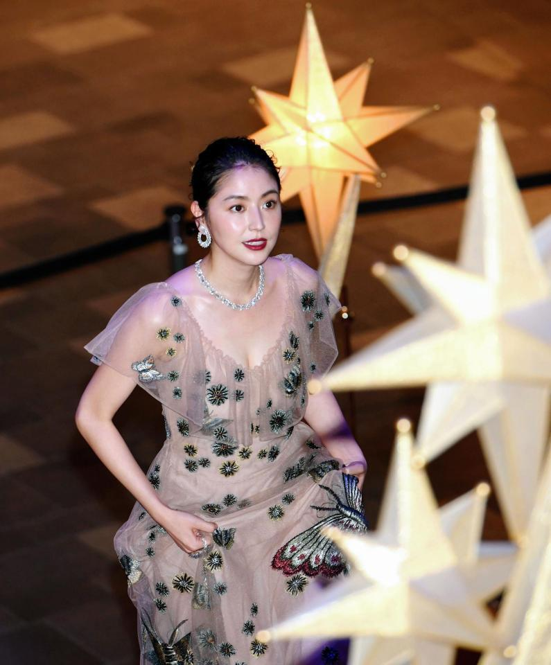 クリスマスイルミネーションの点灯式でセクシーな透けドレスを着た長澤まさみのおっぱい