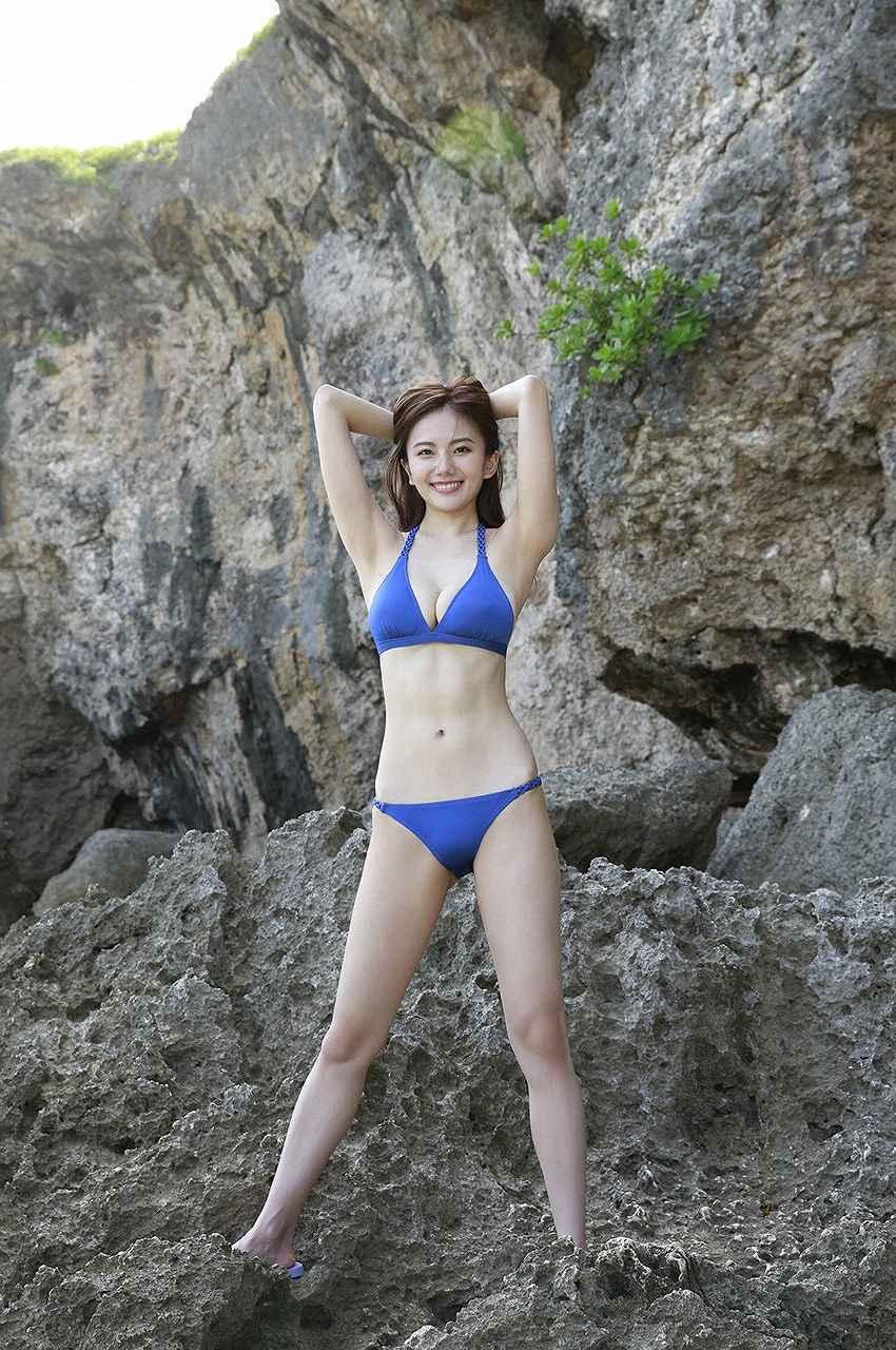 「週刊プレイボーイ」伊東紗冶子の水着グラビア