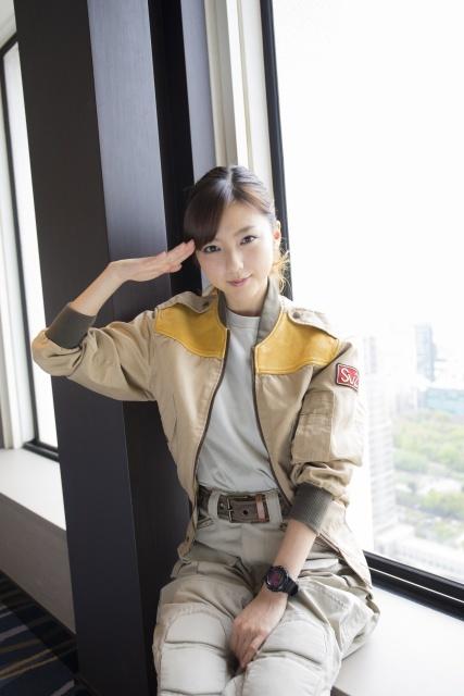 映画「機動警察パトレイバー」で制服を着た真野恵里菜