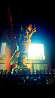 倒れそうな仏像
