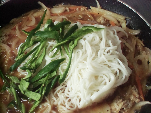 麺と青トウガラシ