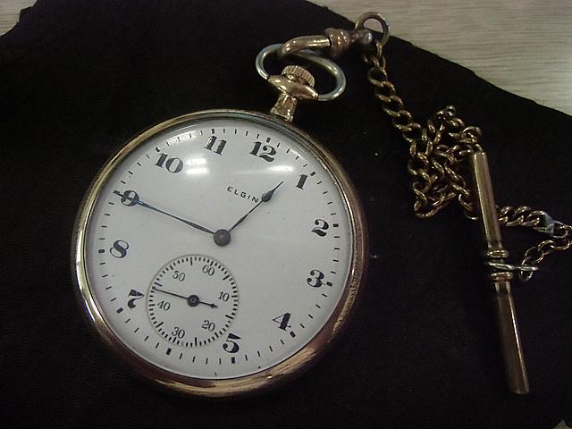 味な懐中時計