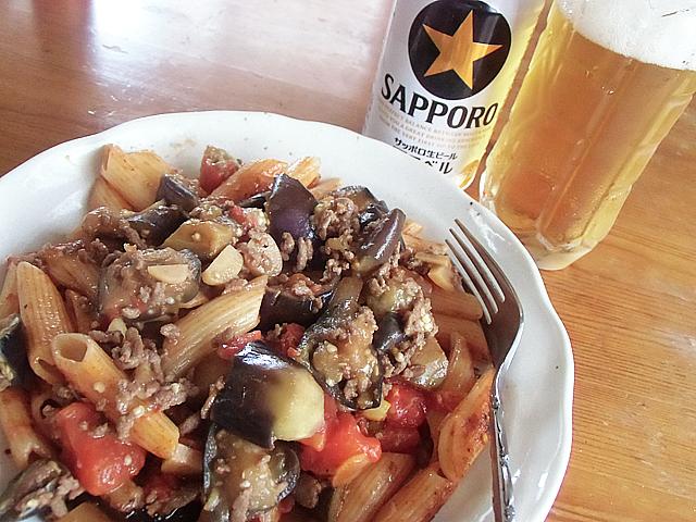 肉ナスペンネとビール