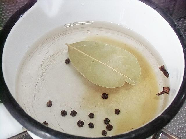 漬け汁を煮立てる