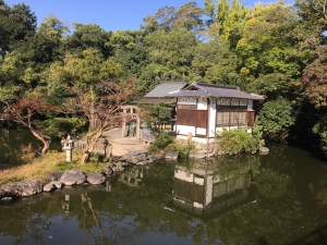 い厳島神社1