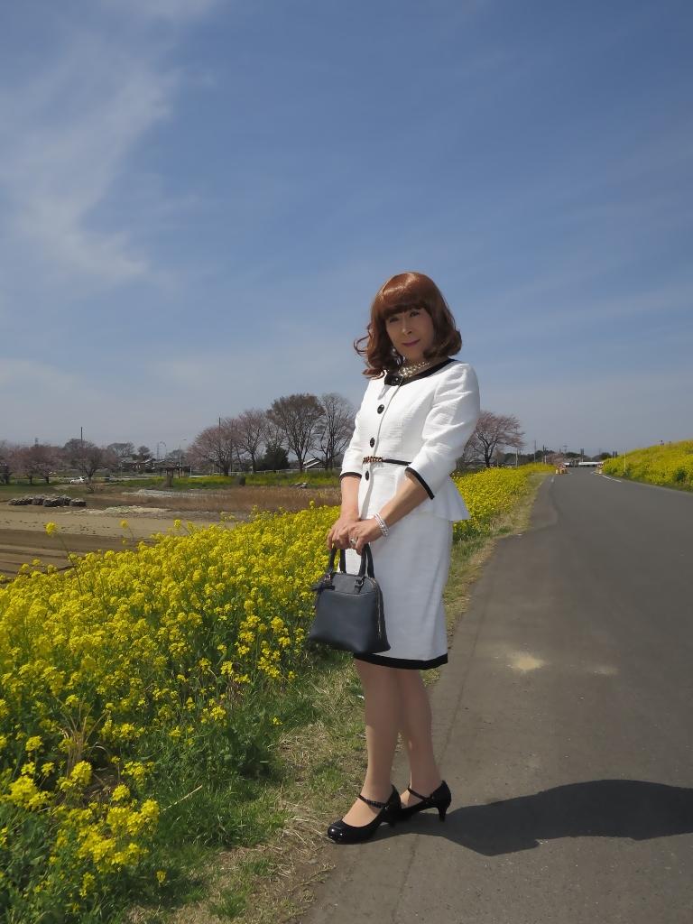 菜の花と白スーツA(1)
