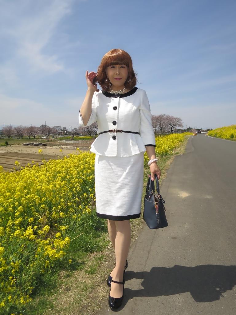 菜の花と白スーツA(3)