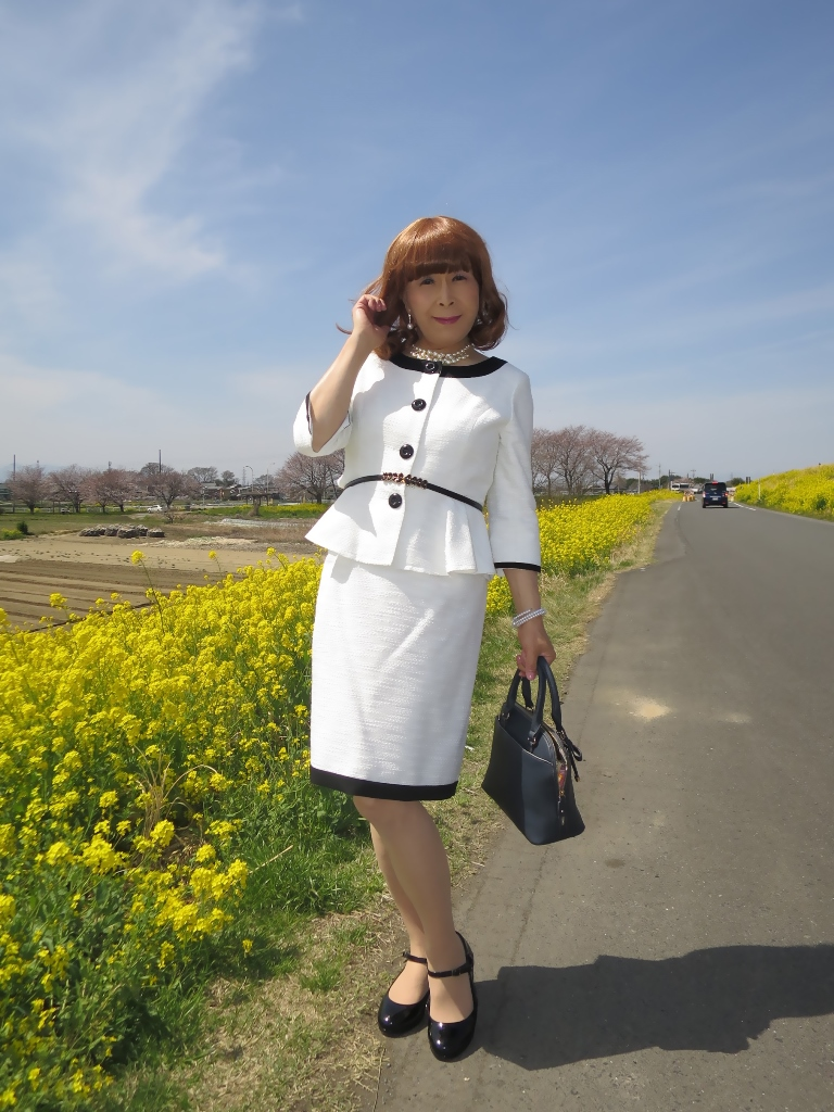 菜の花と白スーツA(4)