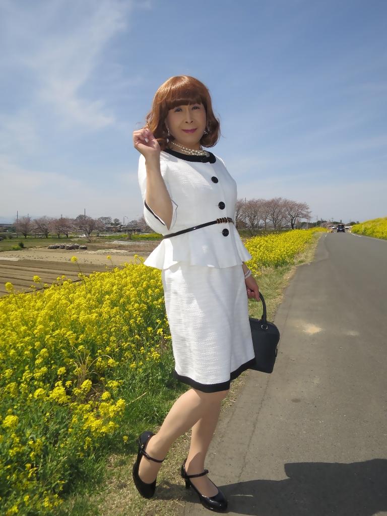 菜の花と白スーツA(5)