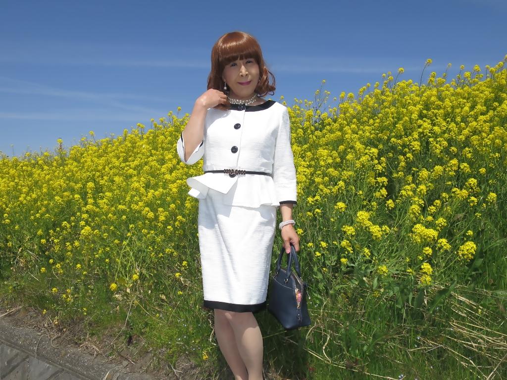 菜の花と白スーツA(6)