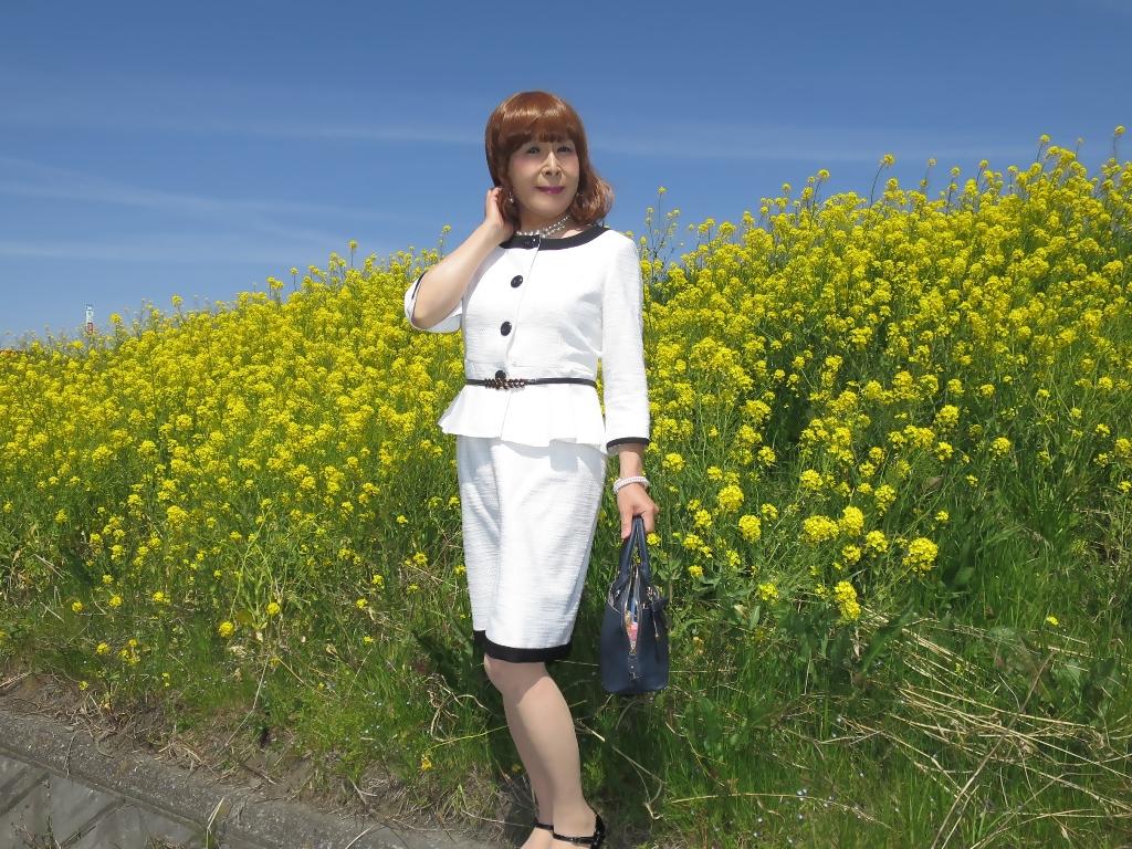 菜の花と白スーツA(7)