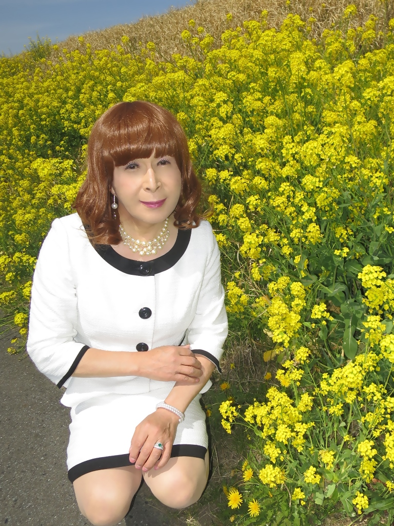 菜の花と白スーツB(3)