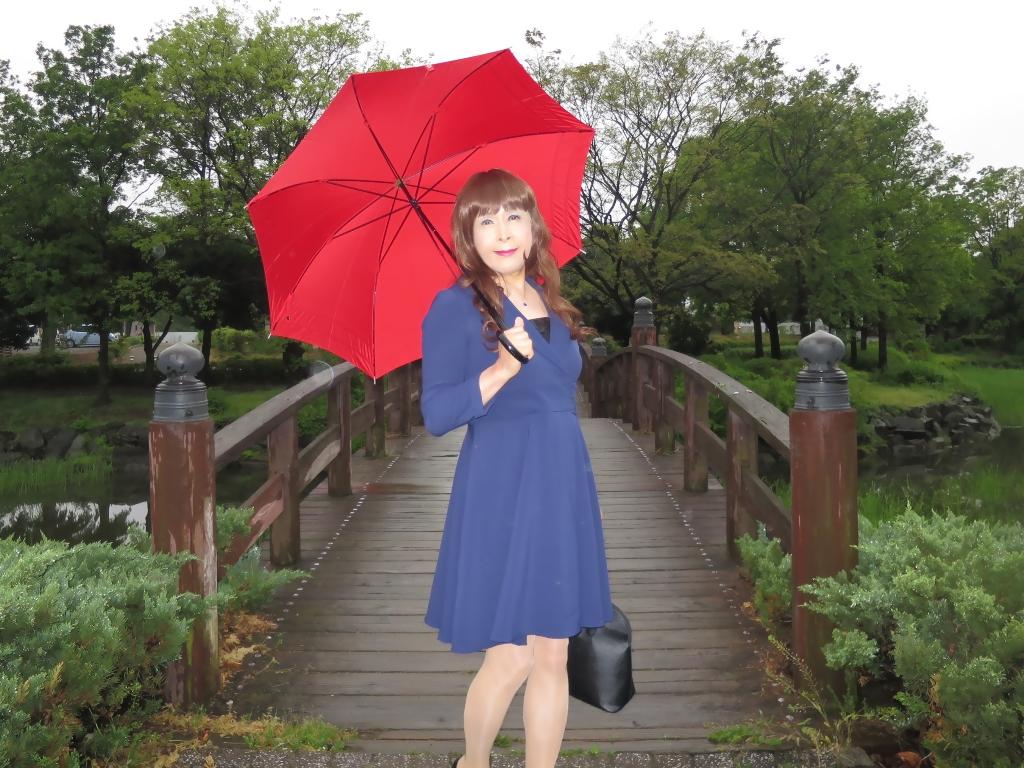 紺ワンピと赤い傘A(7)
