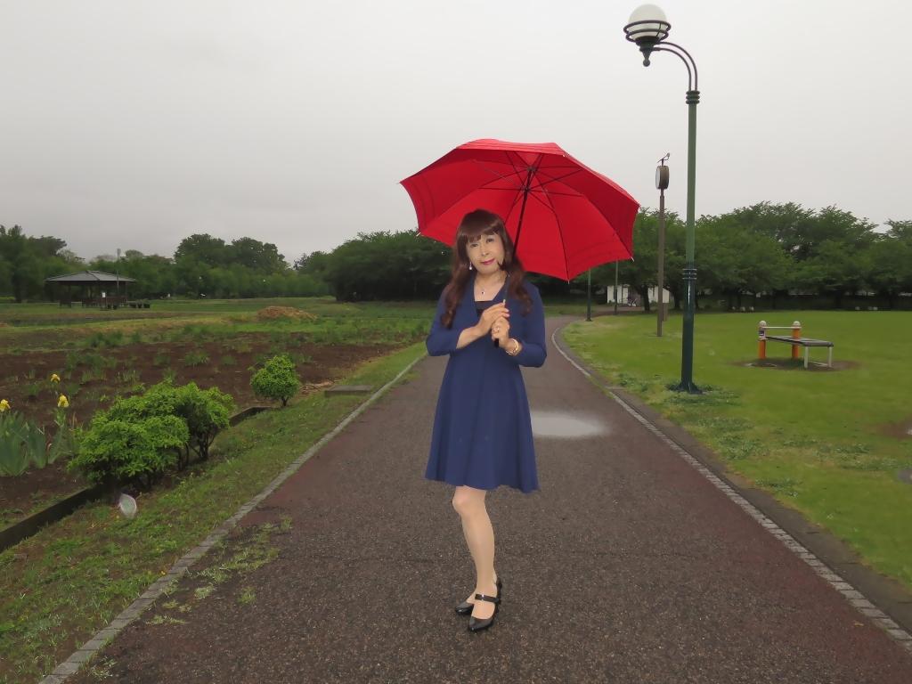 紺ワンピと赤い傘B(6)