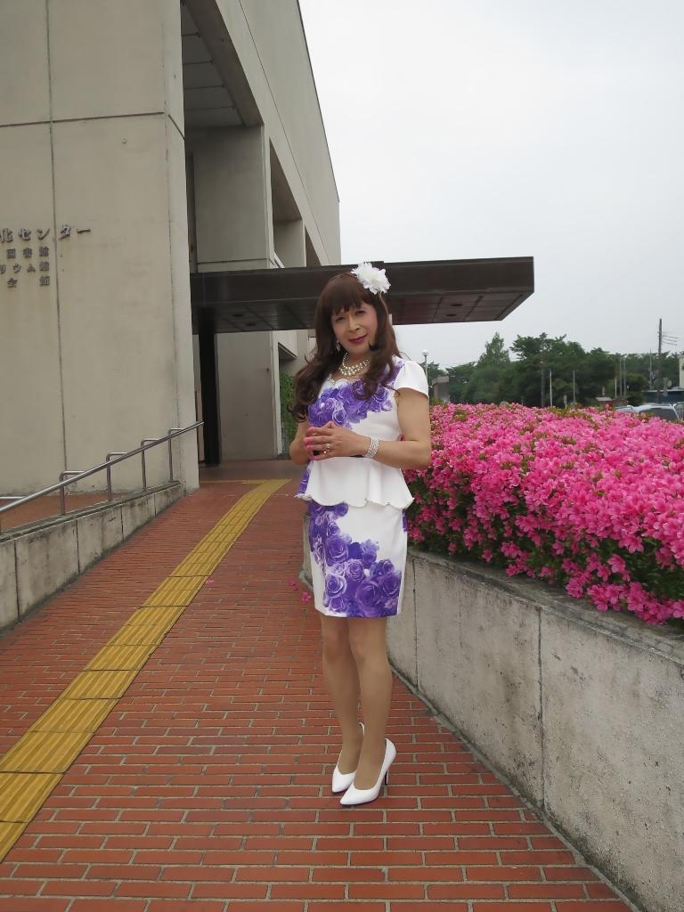 白地に紫花柄裾ペプラムスーツC(1)