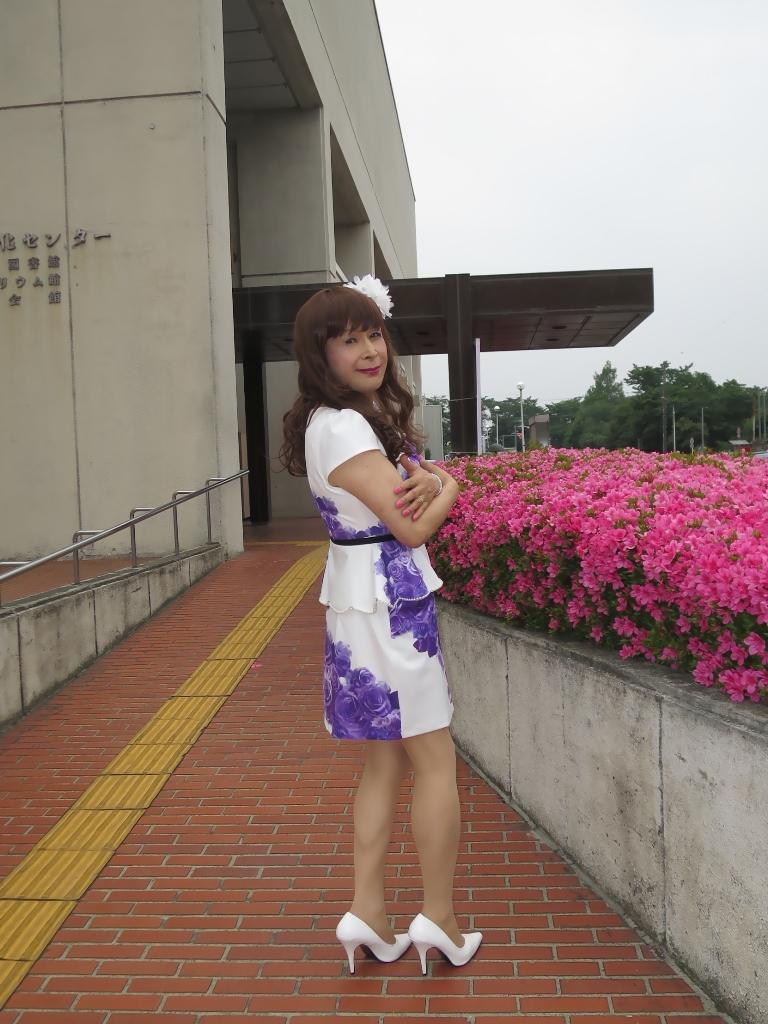 白地に紫花柄裾ペプラムスーツC(4)